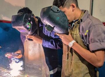 El Día de la Educación Técnica se celebra a puro metal en Villa Lugano