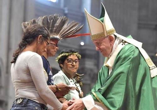 Al inaugurar el Sínodo el Papa pidió estar abiertos a la novedad del Espíritu Santo