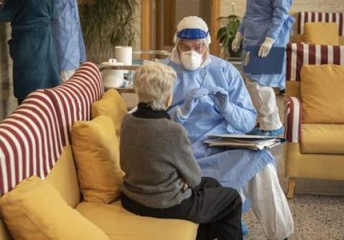 Pandemia: El Vaticano advierte sobre el descuido a los ancianos